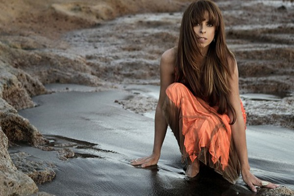 Spain: Pastora Soler soars in new video for <i>Vive</i>